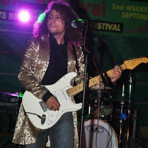 BALSTOCK 2014 - Indi & The Vegas on the High Street / London Rd Stage